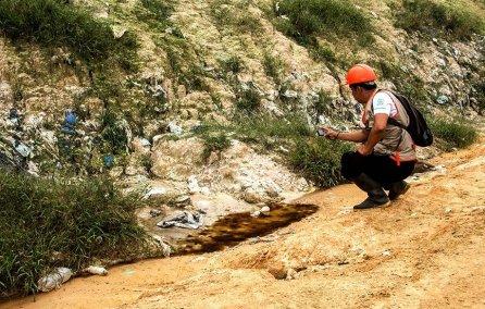 En la constatación las autoridades tomaron muestras de agua, suelo y subsuelo para determinar la contaminación que produce el botadero así como los impactos negativos que se generan a la zona de amortiguamiento de la Reserva Nacional Pacaya Samiria.
