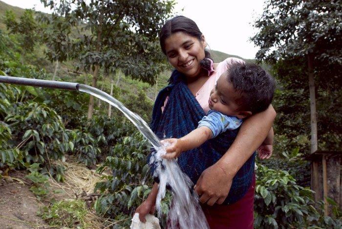 selva_agua_madre_nino_amazonia_tm