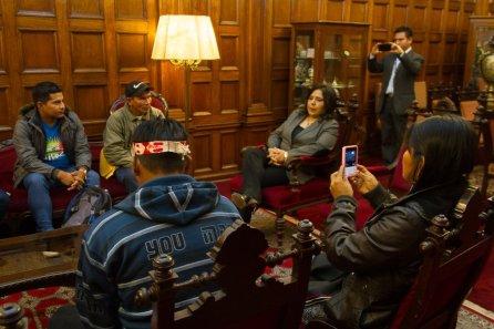 Líderes indígenas se reunieron con la lagisladora Ana Jara en la sede del Congreso.