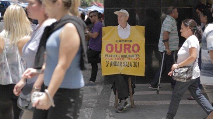 Compra de oro en calles de Sao Paulo, Brasil. Captura del documental.