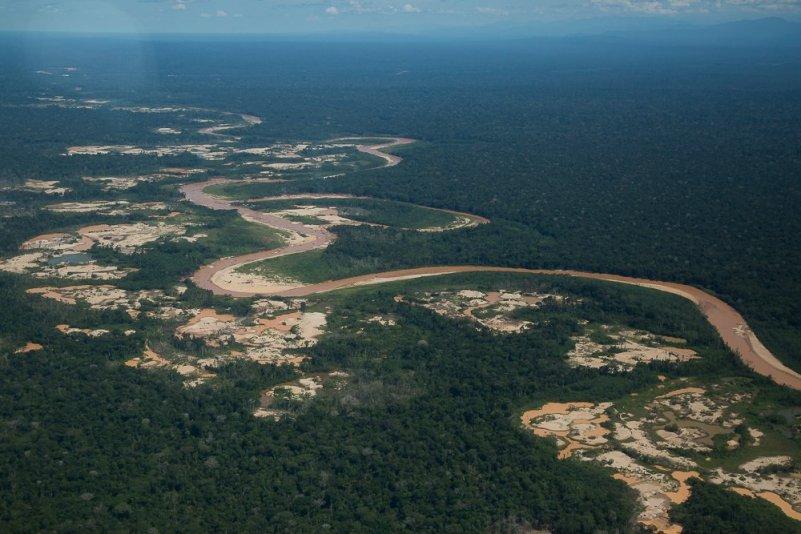 Solo el río Malinowski separa la minería ilegal de la RN Tambopata. Se teme que la devastación pronto alcance a la reserva. Foto: Bernie Moreno / SPDA