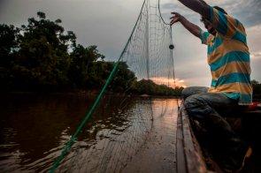 En los alrededores de la comunidad existen cinco lagunas —también llamadas cochas—, las cuales son asignadas a la Asociación de Pescadores por la Dirección Regional de Producción (DIREPRO) a través de un Programa de Manejo Pesquero para el aprovechamiento del paiche y la arahuana. Todas las madrugadas, las redes son lanzadas al agua con el objetivo de obtener peces para comer, intercambiar o comercializar.