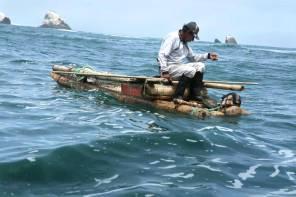 Existen balsillas hechas de palillo proveniente de la selva. Sobre ella se realiza la pesca con cordel, el cual ayuda a la conservación de las especies, ya que dan la opción de seleccionar los tamaños permitidos.