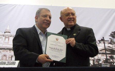 Arzobispo Pedro Barreto recibió reconocimiento por su trayectoria en favor del ambiente y la paz.