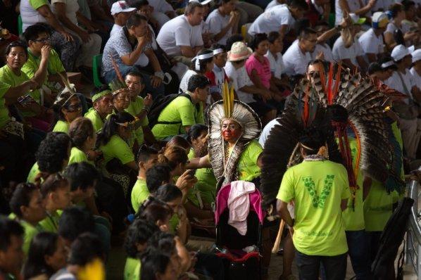 """Representantes de las comunidades nativas pidieron ayuda al Papa para defender sus tierras, lenguas y cultura. """"Somos supervivientes de muchas crueldades"""", denunció una de ellas ante la mirada preocupada del Pontífice."""