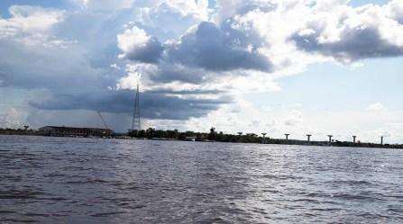 3.- Actualmente se viene realizando el primer tramo del proyecto: la construcción del puente Nanay, que va a cruzar el río del mismo nombre y unir Bellavista con Santo Tomás, en el distrito de Punchana, provincia de Maynas, Loreto.