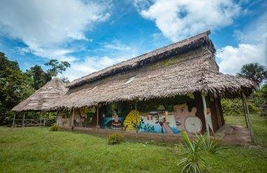 En la comunidad de Sucusari funciona un Centro de Interpretación Maijuna, una iniciativa que busca que los Maijunas tengan un espacio para recuperar sus saberes ancestrales y darlos a conocer a propios y foráneos. Foto: Spectabilis/SPDA