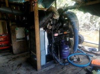 Motor con mangueras, empleado para la extracción de sedimentos.