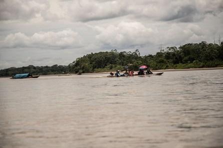 13.- Saliendo de Mazán, hay que dirigirse por el río Napo hasta la comunidad de El Salvador.