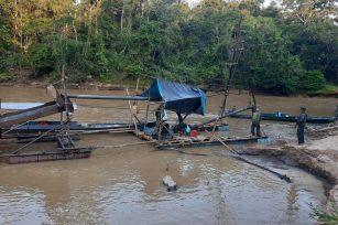 Desde estos puntos parte la contaminación de mercurio que perjudica la salud de los amahuacas. Foto: FEMA Madre de Dios.