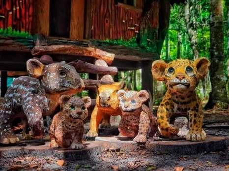 Esculturas en madera muerta. Foto: Amazon Forver Biopark