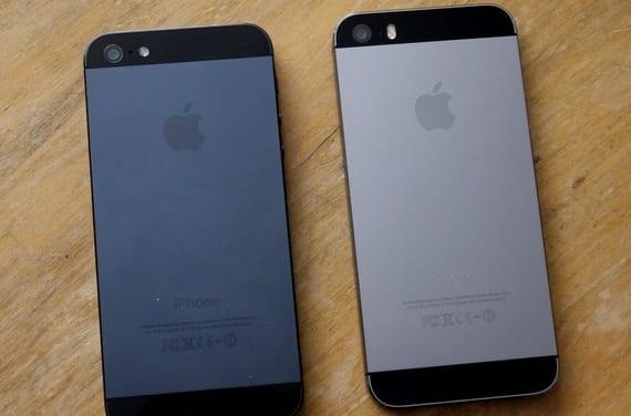 slate vs gray iphone5s Copiar Tim Cook estrena Twitter y se deja ver junto a su equipo en las Apple Stores de Palo Alto
