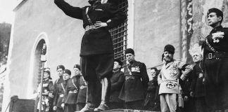 Benito Mussolini, fundador del fascismo, durante un mitin.