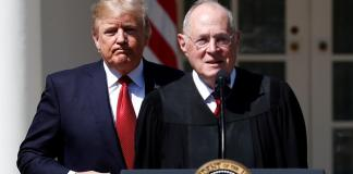 El juez Anthony Kennedy junto al presidente Donald Trump.