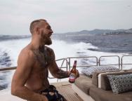Retours 2018 Photo 01 McGregor sur son yacht