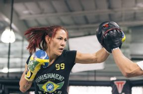 Cris-Cyborg-Training-Boxe
