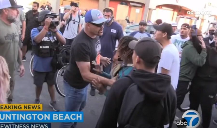 chuck lidell s'interpose lors des émeutes aux USA