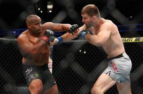 cormier-miocic-3-UFC