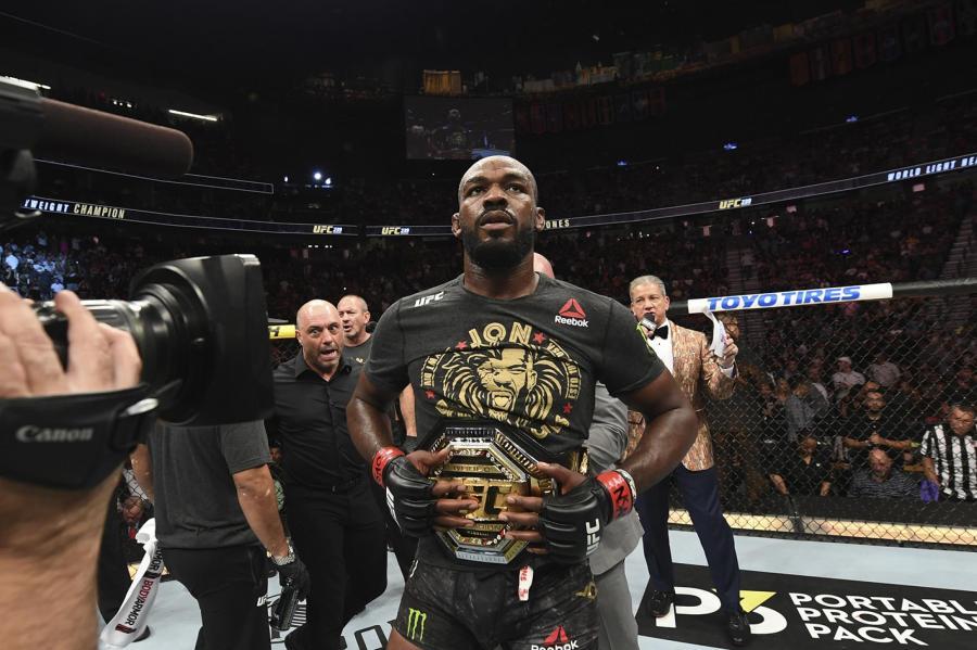 Jon Jones garde sa ceinture UFC pour le moment