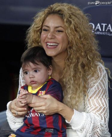 shakira femme de Piqué et fils milan tribune match