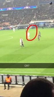 Fan de Cristiano Ronaldo sur la pelouse PSG Real humour