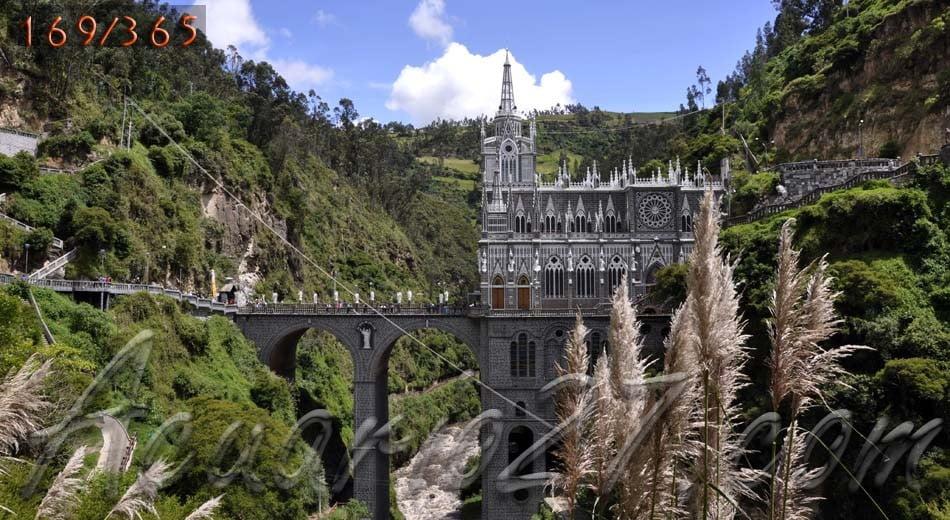 """Santuario de """"Las Lajas"""" Ipiales, Colombia."""