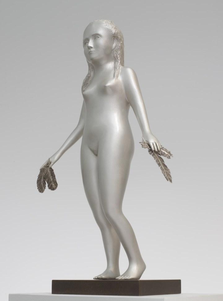 Kiki Smith, Girl, 2014, figura in argento su base in bronzo, Vigevano, collezione Angela Kokrhanek. Per gentile concessione della Lorcan O'Neill Gallery
