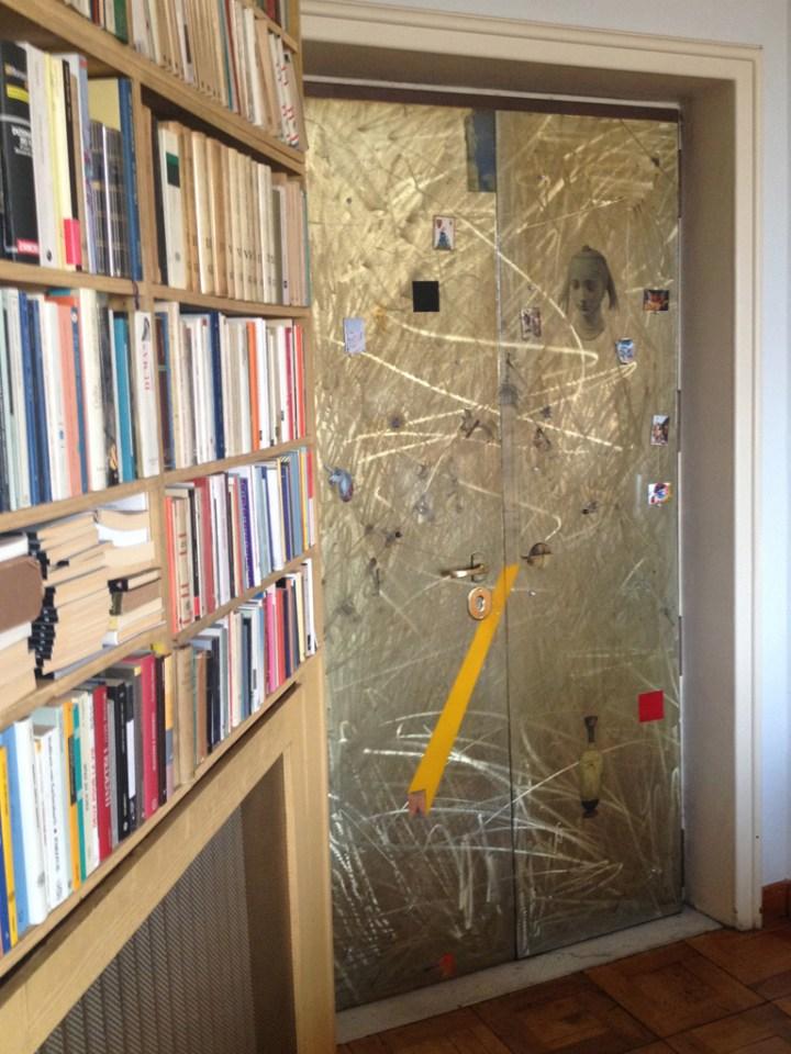 Porta d'ingresso, 1989-1990, alluminio smerigliato, resina, inserti storici, abitazione privata, Roma. Courtesy Baldo Diodato