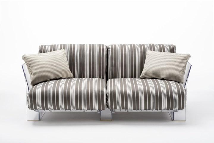 Pop Outdoor, 2007, design Piero Lissoni con Carlo Tamborini – Struttura: policarbonato trasparente; Seduta e schienale: cuscini in poliuretano espanso con rivestimento in tessuto Stripes per esterni. Courtesy Kartell