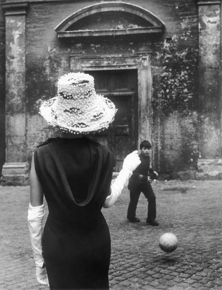 Foto di moda, Tor di Nona, Roma 1957-58. Foto Paolo Di Paolo, © Archivio Paolo Di Paolo