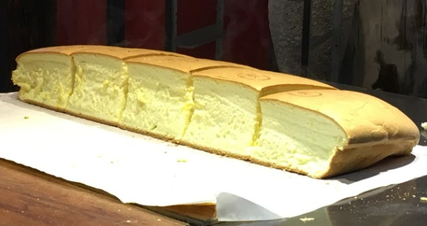Fresh baked Taiwanese sponge cake - eat in Taipei