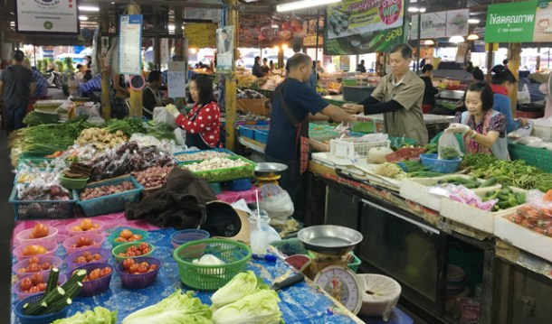 A local wet market in Chiang Mai