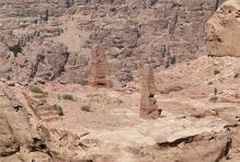 Dva obelisky, které byly pravděpodobně sluneční pilíře plodnosti.