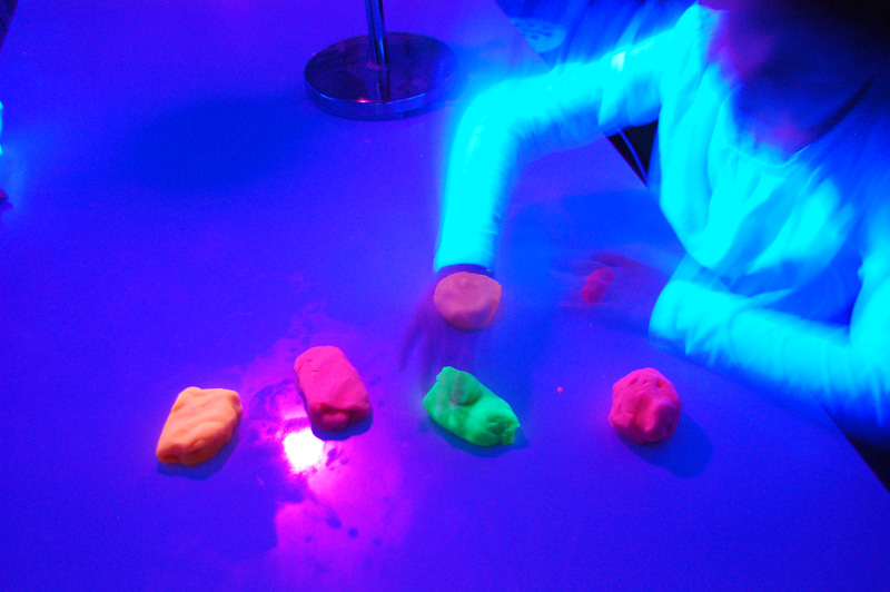 playdough-fluo4