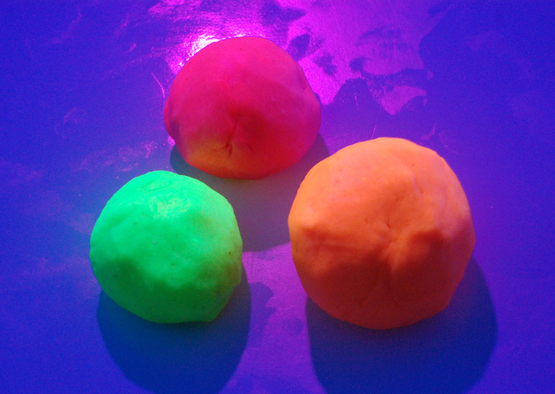 playdough-fluo5