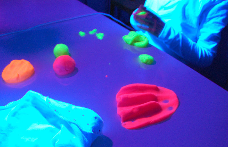 playdough-fluo8