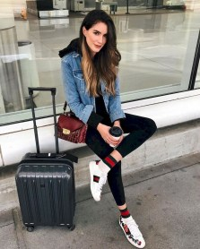Classic And Casual Airport Outfit Ideas39