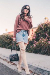 Adorable Winter Outfits Ideas Boots Skirts01