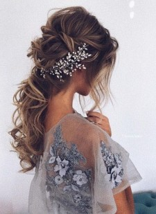 Perfect Wedding Hairstyles Ideas For Long Hair23