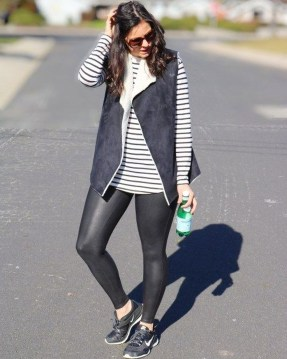 Popular Winter Outfits Ideas Leather Leggings08