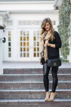 Popular Winter Outfits Ideas Leather Leggings09