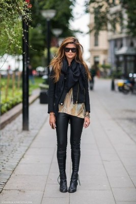 Popular Winter Outfits Ideas Leather Leggings25