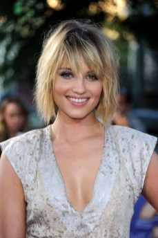 Pretty Hairstyle With Bangs Ideas24