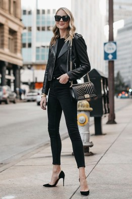 Pretty Winter Outfits Ideas Black Leather Jacket18