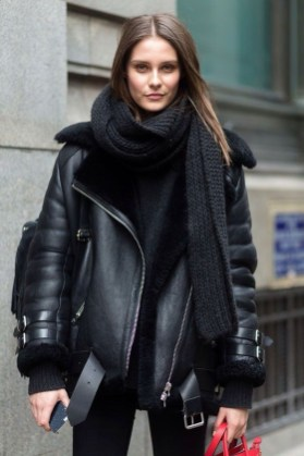Pretty Winter Outfits Ideas Black Leather Jacket33