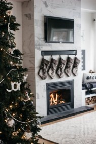 Affordable Winter Christmas Decorations Ideas11