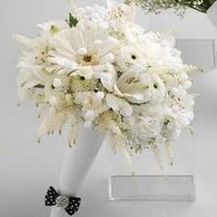 Casual Winter White Bouquet Ideas10