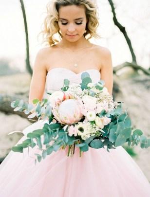 Casual Winter White Bouquet Ideas16