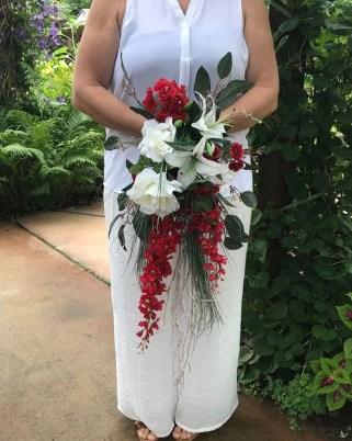 Casual Winter White Bouquet Ideas26