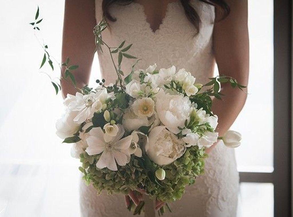 Casual Winter White Bouquet Ideas31